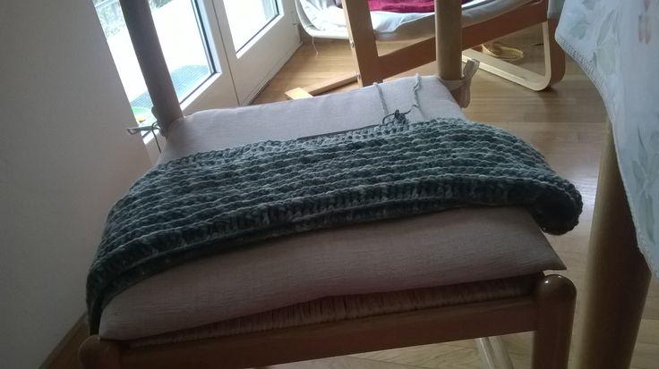 scalda collo a sciarpone in lana verde sfumata ad uncinetto