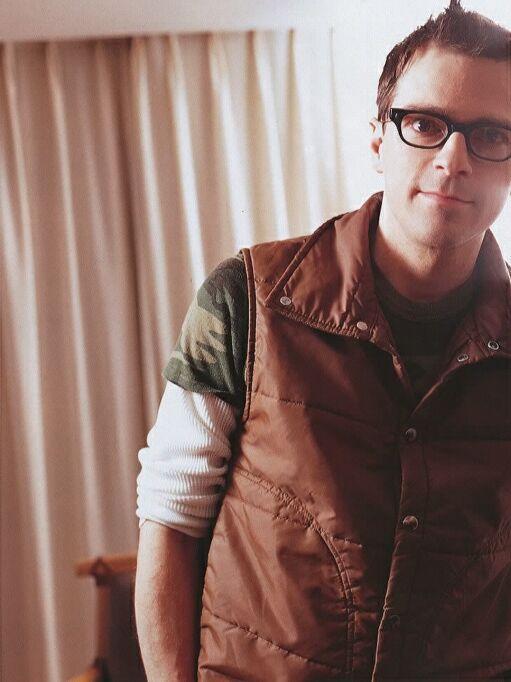 Rivers Cuomo is so geek hot.