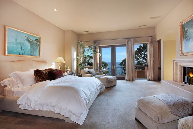 Master bedroom. Would love this next to the Ocean.