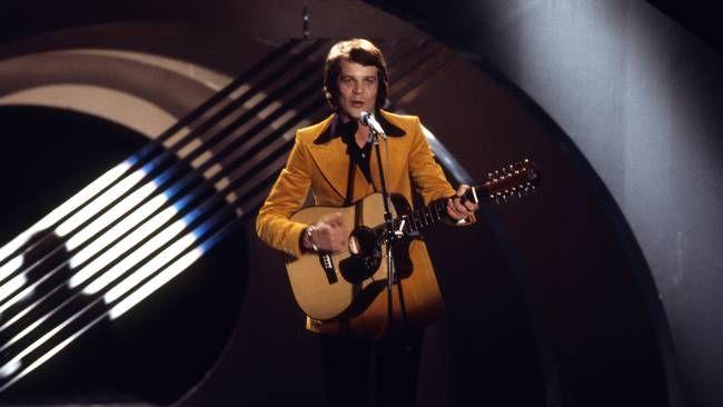 """Lasse Berghagen med """"Min kärlekssång till dig"""" i Melodifestivalen 1974."""