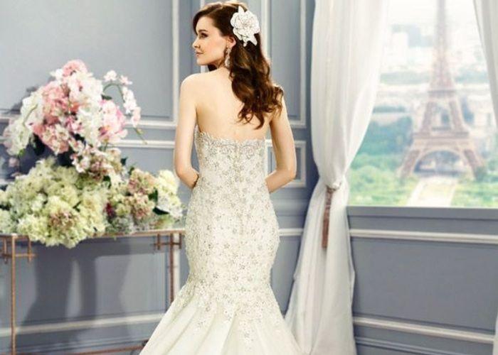 スラッとみせる!低身長のプレ花嫁さんに似合うウェディングドレス選び術♡