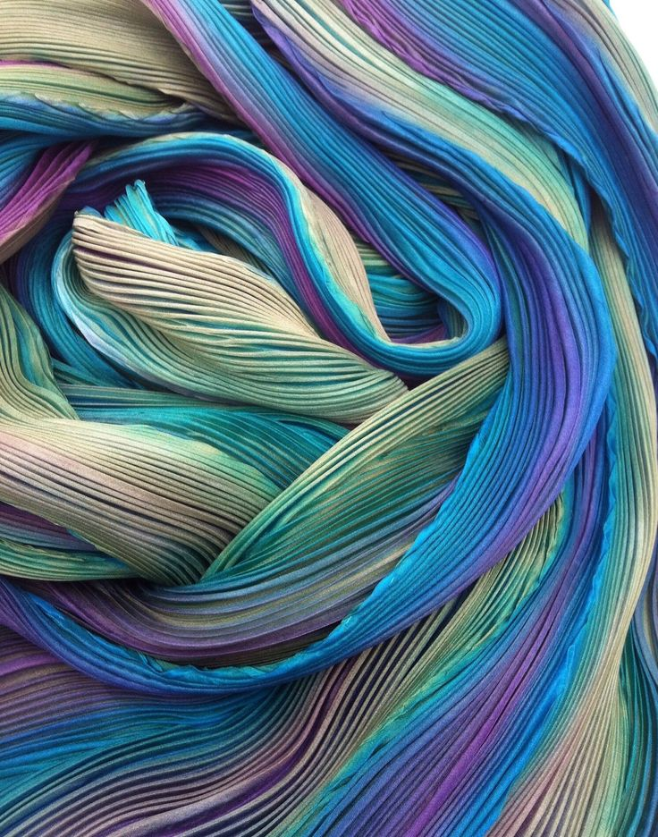 © Glennis Dolce's breathtaking hand-died Arashi Shibori fabric.  Soft furnishing fabric that I would find a way to showcase in my room!