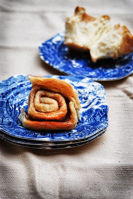 photo and food - cinnamon roll cake