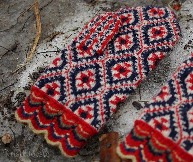 mittens Kristi Jõeste blogi: Viljandi vahtralehed /Maple leaf pattern from Viljandi