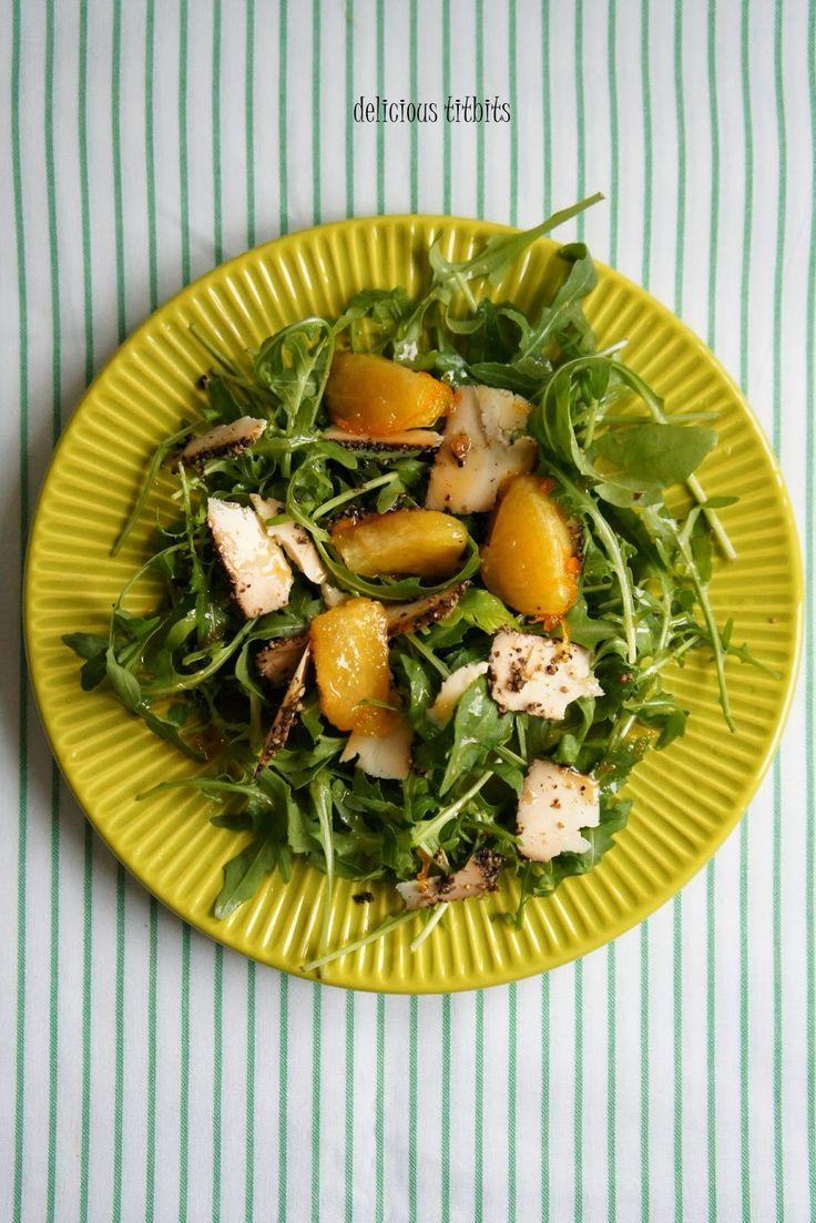 Delicious Titbits: Sałatka z rukoli, koziego sera Saloio Gourmet (z ziarnami czarnego pieprzu) i pomarańczy