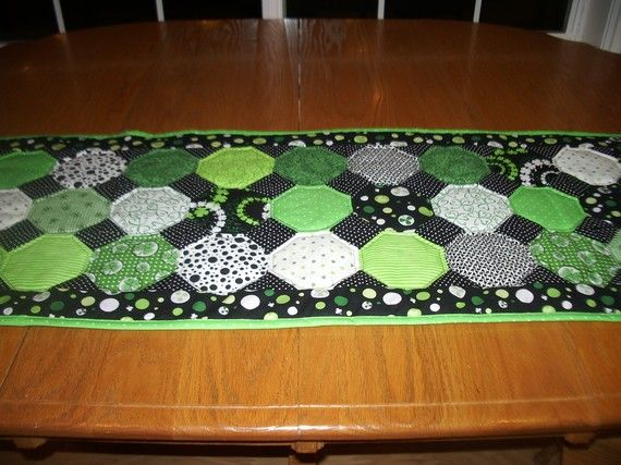 Fun St. Patricks Day table runner: Quilts Table Runners, Quilts Tables Runners