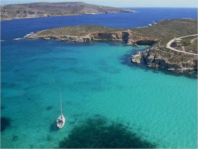 Blue lagoon, Comino (Malta), preview of paradise...