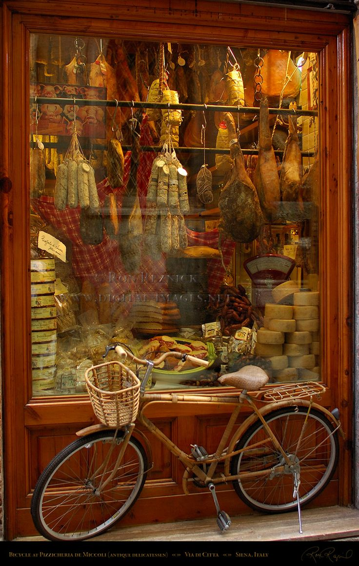 Pizzicheria de Miccoli antique delicatessen, Via di Citta, Siena, Italy.