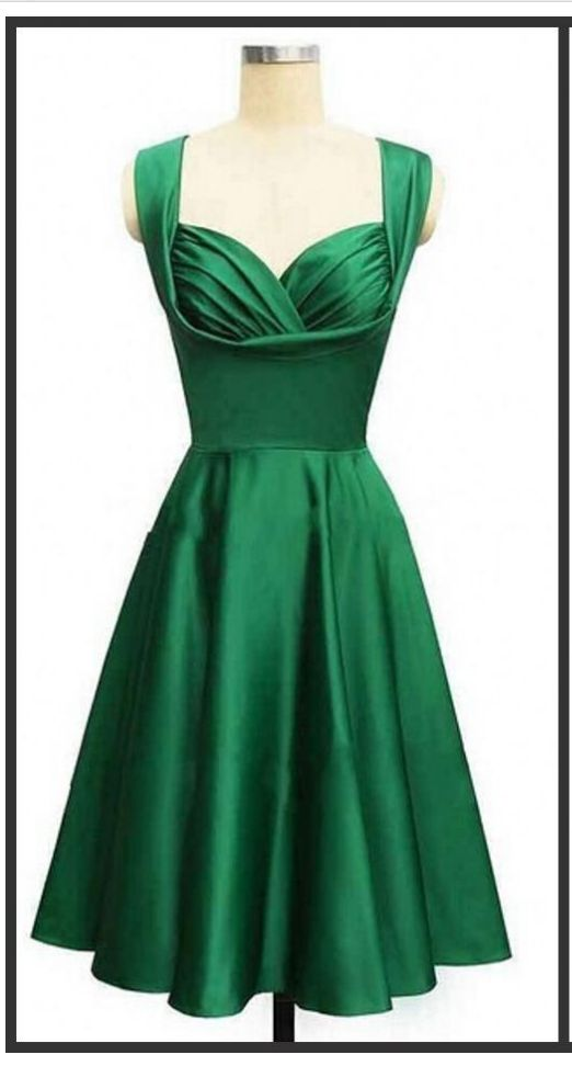 Gorgeous style emerald green knee-length cocktail or homecoming