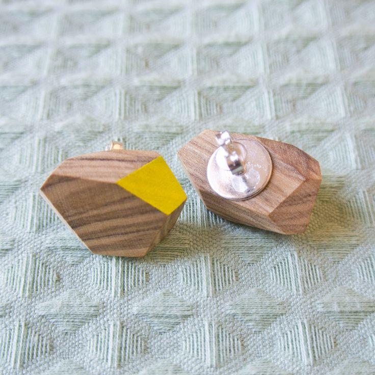 Orecchini a bottone in olivo, tagliati e dipinti a mano di Wood&cut su Etsy