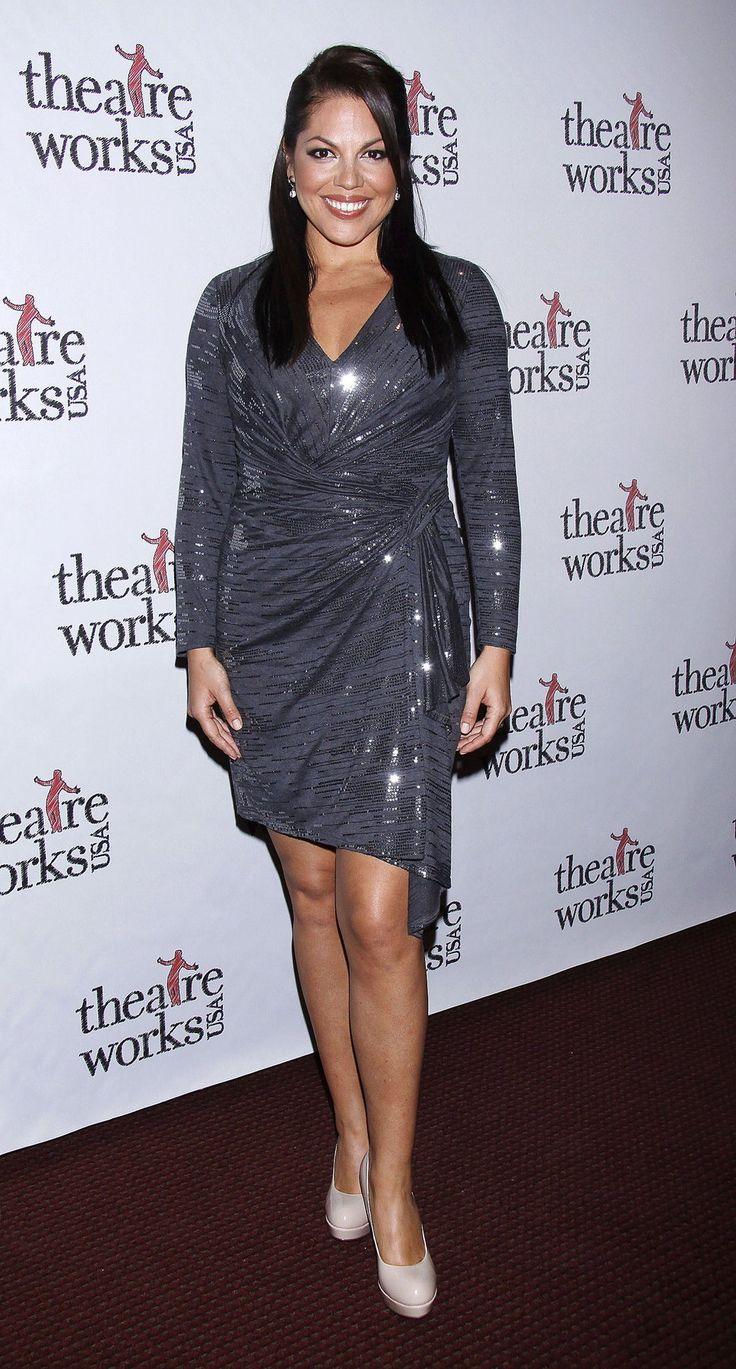 http://photos.posh24.com/p/1752590/z/hot_news/_actress_sara_ramirez_marries.jpg