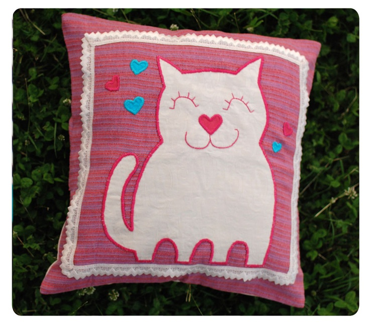 Kitty Love ! ~ h a n d m a d e ~ http://buburuze.wordpress.com/2013/06/13/summer-cushions/