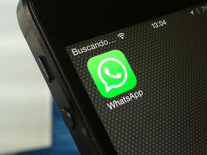 """Hace unos meses, la app de mensajería instantánea WhatsApp informó que dejará de ser compatible con teléfonos antiguos, como los modelos Blackberry y algunos Nokia. Ahora confirmó que a partir de 2017 tampoco funcionará en dispositivos con sistemas operativosAndroid 2.1 Eclair y Android 2.2 Froyo, que aún tienen algunos modelos como elHTC Desire.La app, propiedad de Facebook, informó:""""Desafortunadamente, WhatsApp dejará de soportar tu móvil desde el 31 de diciembre de 2016""""."""