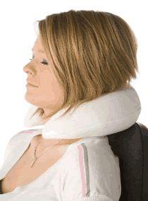 Heeft u ook een pijnlijke nek als je naar tv kijkt of in slaap valt tijdens een reis? Dit kussen biedt steun zodat die vervelende nekpijn verdwijnt als sneeuw voor de zon. www.meikewithlove.be