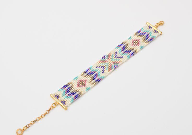 Bracelet manchette de 20mm de large en tissage de perles Miyuki Blanc-cassé et fermoir doré. : Bracelet par benjaminebijoux