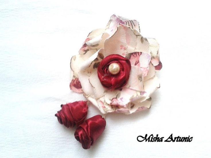 Brosa - Trandafirul
