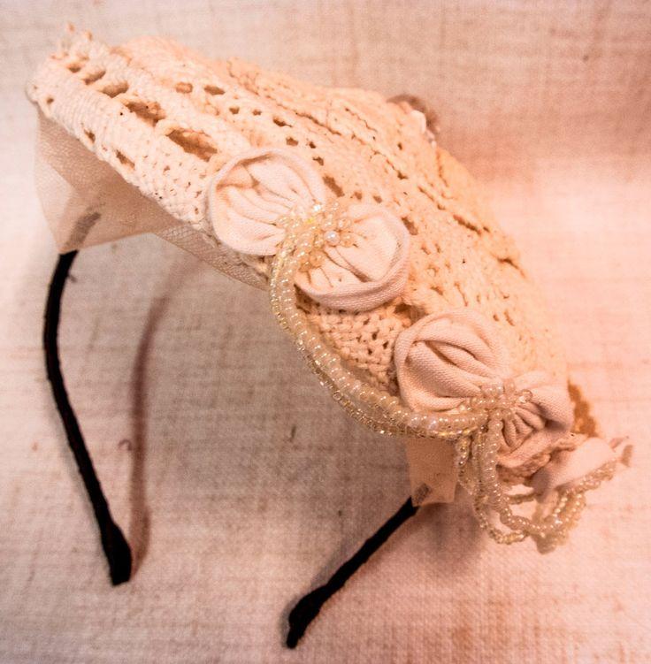 cerchietto a forma di mini cappello com tule e pietre pendenti , by Elenutzca, 43,00 € su misshobby.com