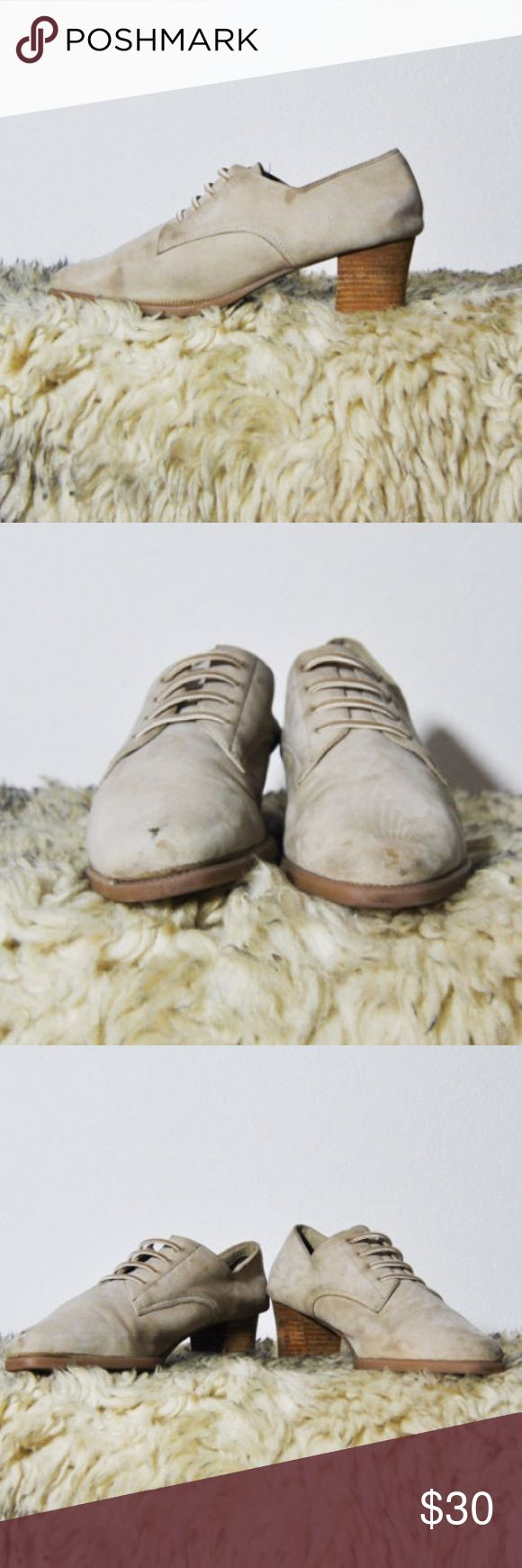 90s Beige Oxfords Good condition - could use a little cleaning.   Found in: San Francsico, CA  Brand: Aerosoles  Tag Size: 10  Fits like a modern: 10  Heel: 2in Vintage Shoes Heeled Boots