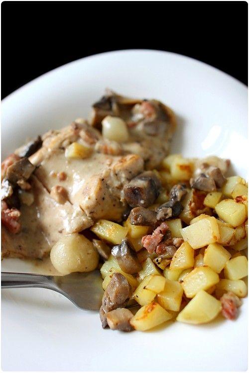 Ce plat mijoté à base de lapin, de champignons, de lardons et d'oignons grelot est un régal. A faire sur deux jours impérativement, on obtient une viand