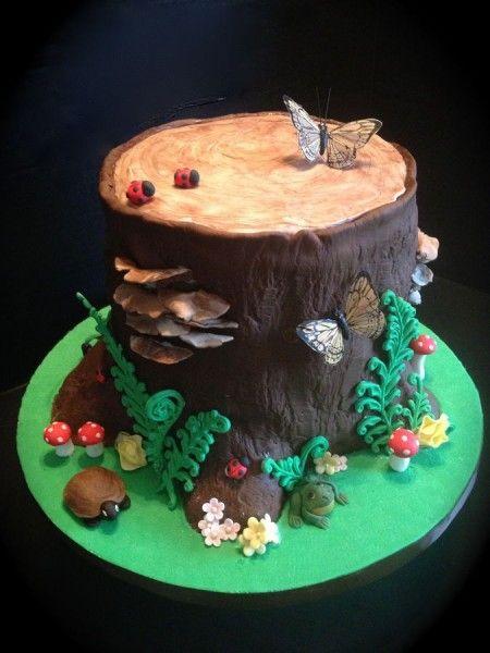 Woodland tree stump cake. Mushrooms are so cute.