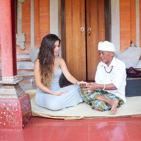 Highlights of 2014: I met Ketut from my favourite book EVER and the one who completely changed my life: Eat, pray & love! I still can't believe it Bali, June 2014 Highlights 2014: Conocí a Ketut de mi libro favorito en el mundo y el que cambió mi vida por completo: Comer, amar, rezar Bali, Junio 2014