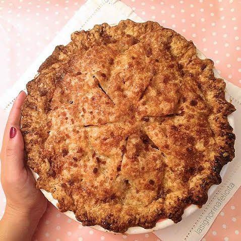 La Apple pie  è la torta di mele per eccellenza nel mondo anglosassone. L a troviamo, infatti, spesso in scene culinarie di film di v...