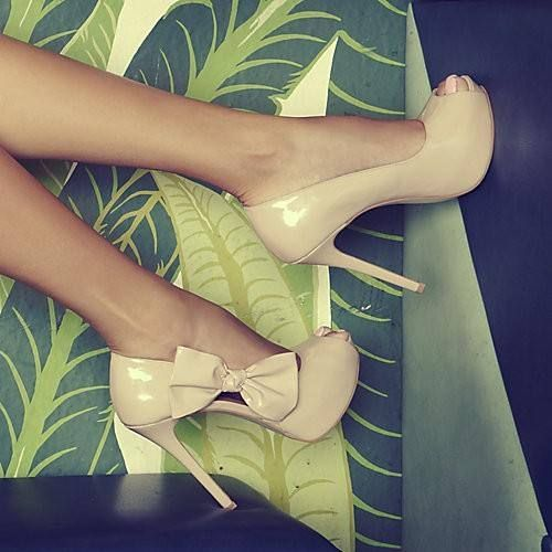 a bow and a peep-toe