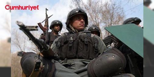 Hastanede terör saldırısı: Doktor kıyafetinin altından silahı çıkarıp taradı: Afganistan'ın başkenti Kabil'de Serdar Davut Han Askeri Hastanesine silahlı ve bombalı saldırı gerçekleştirildi. Saldırıda, saldırganın doktor gömleğinin altından uzun namlulu silah çıkarıp etrafı taradığı belirtiliyor.