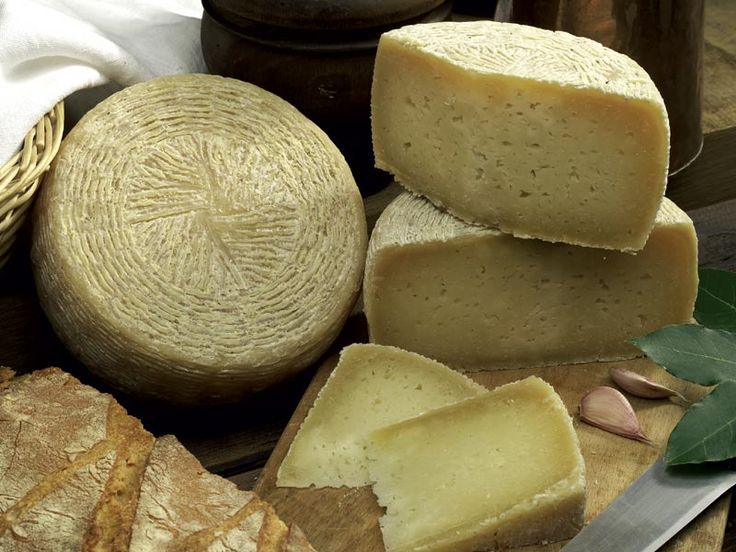Pecorino Canestrato cheese from Castel del Monte- Abruzzo
