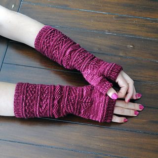 Gansey Wristers free pattern on Ravelry