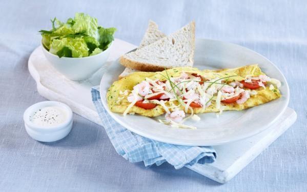 Oppskrift på Omelett med reker og salat, foto: