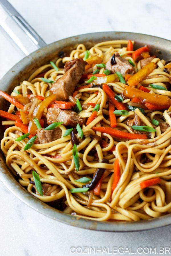 Yakisoba de lombo - 15 minutos ou menos | cozinhalegal.com.br