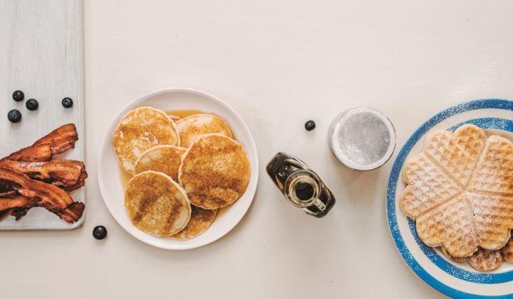 Desta receita resultam umas boas panquecas simples, que pode completar como quiser: por exemplo, junte mirtilos à massa e sirva com bacon e xarope de ácer.