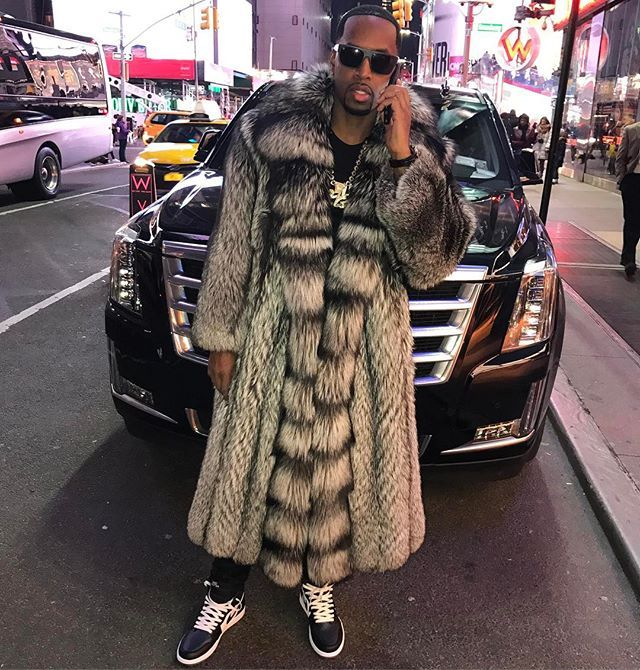 Instagram media by iamsafaree - They thought they could stop my shine / they thought they could shut doors/ but imma always get what's mine while you get yours / the love and the fame don't add up to the money / name yall next project Comedy Central cuz all y'all niggas funny.... StuntMan ... ☃️⛄️ by @messiahstylist