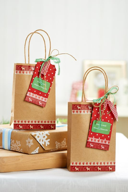 Present homemade biccies in rustic gift bags this Christmas / Crafts Beautiful November 2014