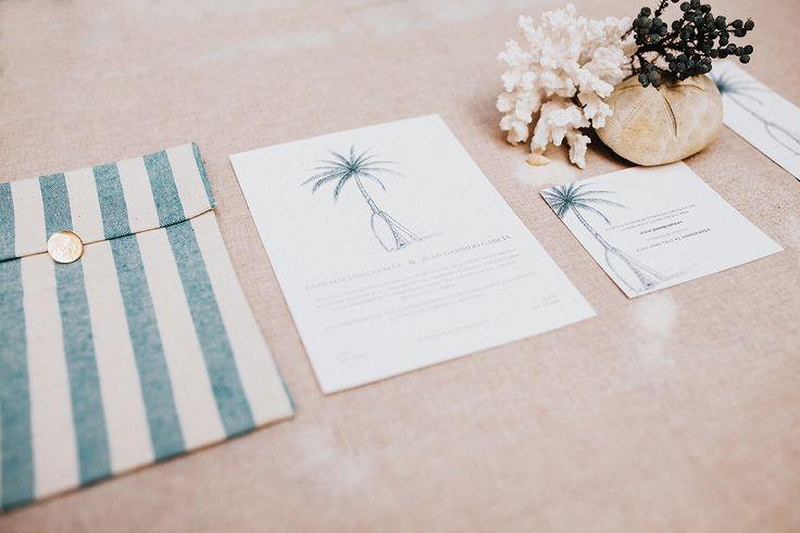 Invitaciones de boda de Sara y Juan, para un enlace en Tarifa. Sobre de tela y marca páginas de obsequio. #invitacionesdebodaoriginales #invitacionesdeboda #invitacionesoriginales #invitaciones2018 #invitaciones #stationery #weddingstationery #surferwedding
