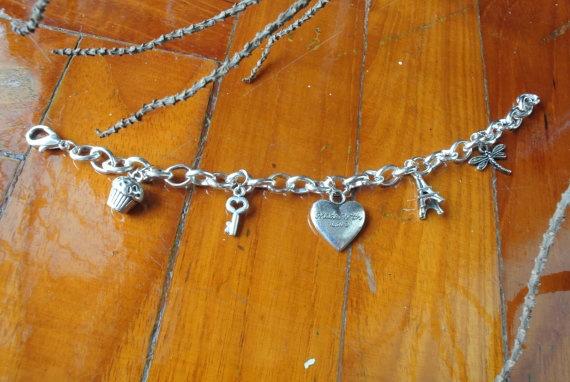 b-day present please or close to it: Bracelet Charms, Charm Bracelets, Paris Cupcake, Sweet Love, Charms Eiffel
