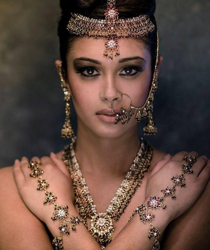 Nude lips & bronze eye shadow #makeup #editorial #FarhanaHennaMUA www.farhana.co.uk