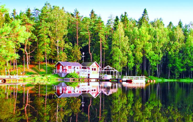 Vakantiehuis - Anneberg/Kungsbacka, Halland - Zweden. 7-persoons vakantiehuis, met een panoramisch uitzicht op het meer. Een visuitrusting staat u ter beschikking evenals een sauna. Neem een koude duik, ga lekker fietsen of geniet gewoon van de rust. Meer info: www.novasol.nl/p/S02603