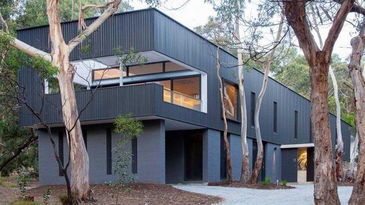 exterior-colourbond-Allan-Lamb-designed-home