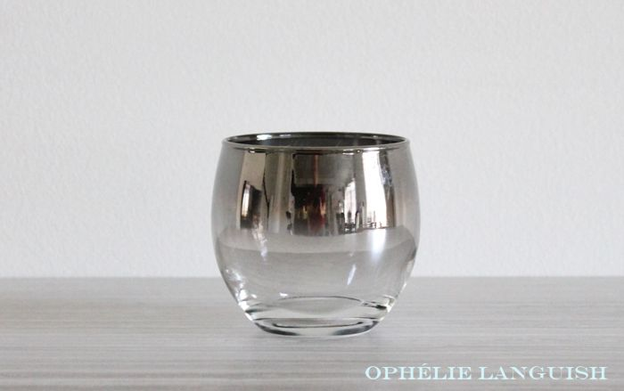 Gorgeous retro set of six roly poly silver fade ombré glasses with silver chrome caddy. Inspired by Dorothy Thorpe. Perfect for any home bar, bar cart, or fan of Mad Men!