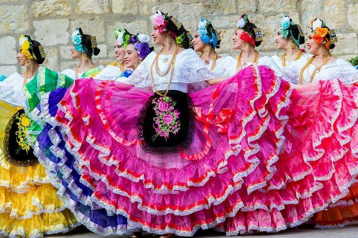 Gorgeous Folklorico Dancers