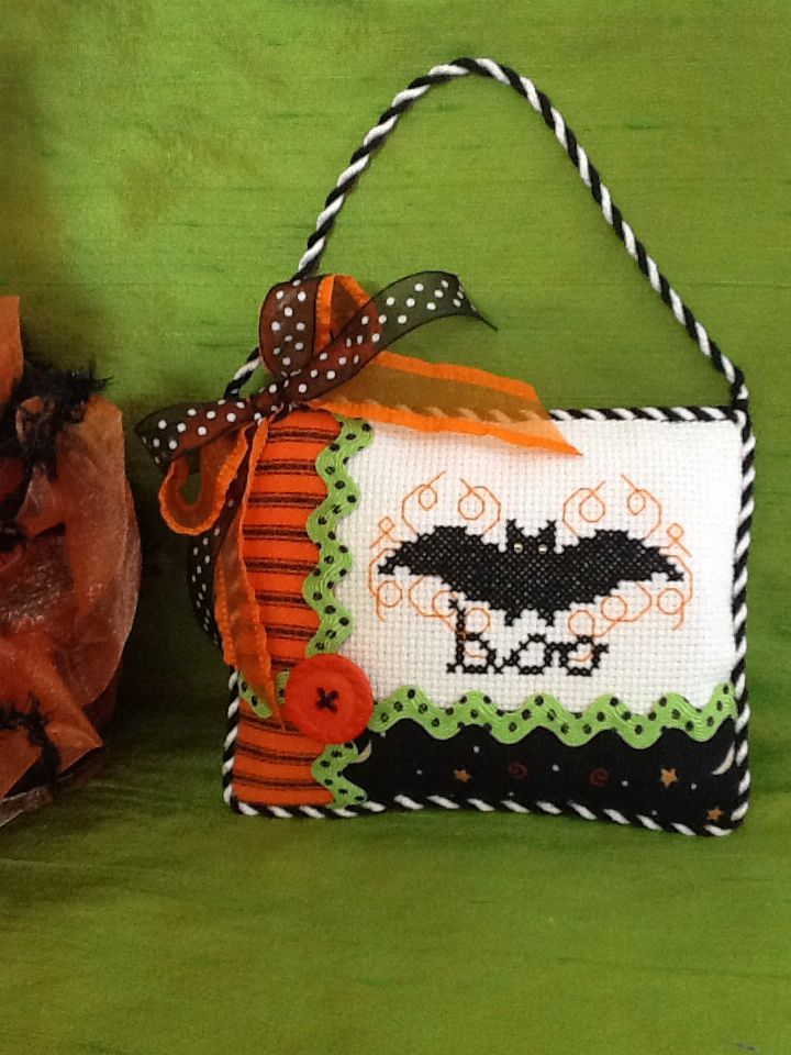 Stitched by Don from Luv 2 Stitch a cute little Boo Bat x stitch finish.