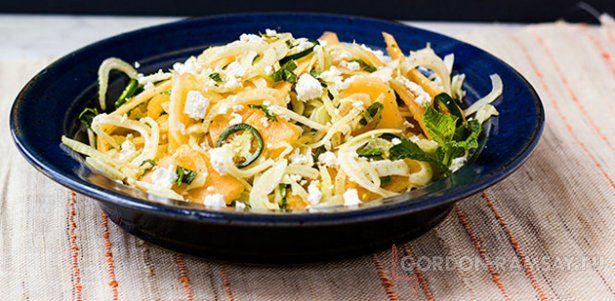 Дынный салат с мятой, фетой и фенхелем