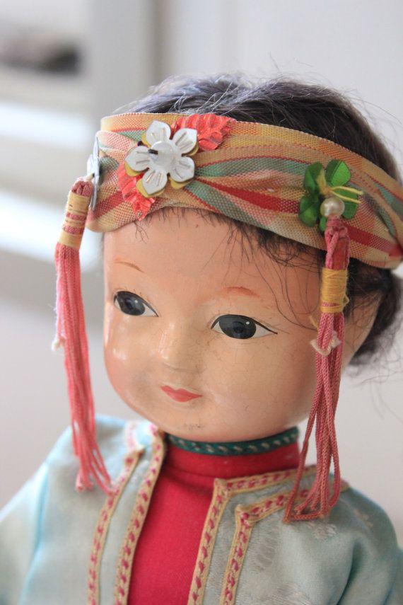 fille chinoise vintage poupe en costume turquoise et rose avec bandeau glands