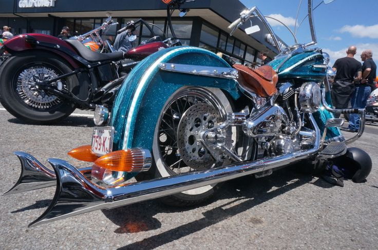 Show and shine at the Gold Coast Harley-Davidson grand opening. Read all about it at http://motorbikewriter.com/harley-883-iron-dealership/