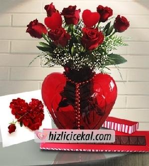 Kalp Kalbe  Hızlı Çiçek Al ile sevdiklerinize aynı gün teslimat seçeneği ile kırmızı kalp cam fanus içinde 7 adet kırmızı güller ve 2 kalp çubuk, sevgiliye kart, aşkıma çikolatası sipariş edin.  89,00 tl + kdv  http://www.hizlicicekal.com/cicekler/cicekciler/cicek/154/kalp-kalbe/