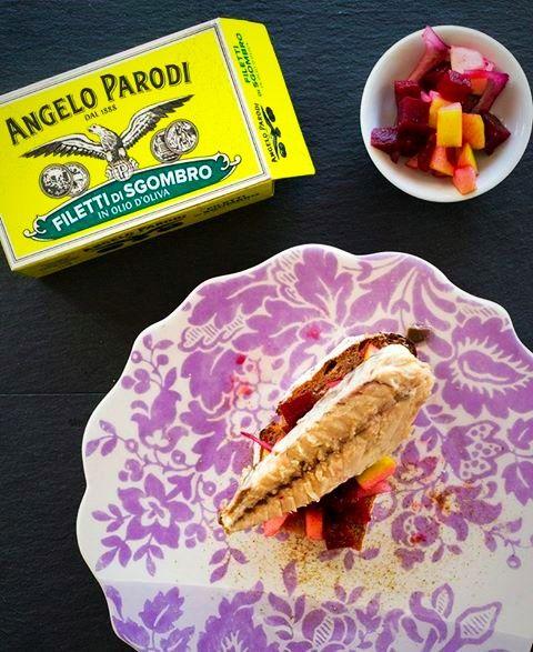 SGOMBRO SU PANE TOSTATO CON BARBABIETOLA E MELA:   Si prepara in 10 minuti e potete realizzarla anche in versione insalata. La ricetta completa qui: http://blog.angeloparodi.it/2017/01/24/sgombro-su-pane-tostato-con-barbabietola-e-mela/
