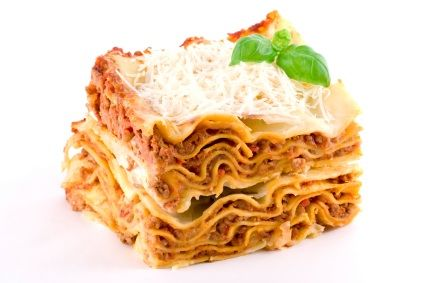 Lasaña de carne con una delicosa salsa bolognesa, queso ricotta y mozarella.
