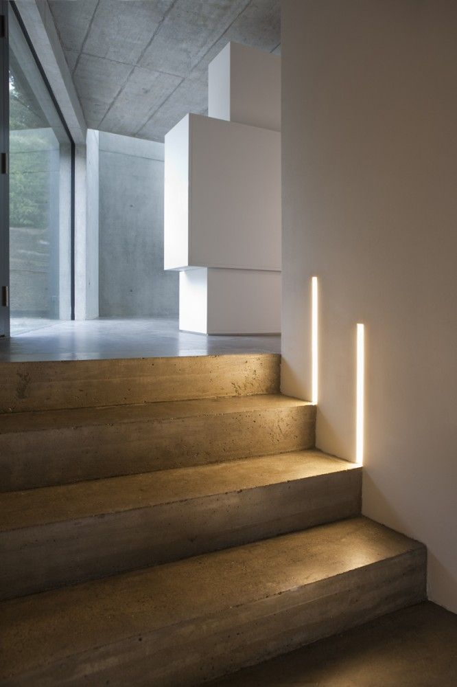 Concrete home, concrete steps, vertical step lighting, architects L3P Architekten, lighting design Lichtblick, Zurich, Switzerland